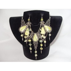 Set bijuterii peruvian cu pietre verde-fistic