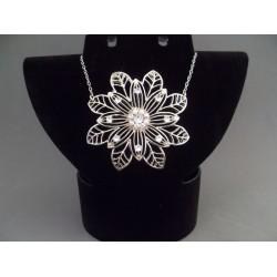 Colier bijuterie argintiu cu pandantiv floare
