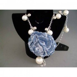 Colier bijuterie cu perle si pandantiv trandafir