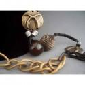 Colier bijuterie cu ornamente metalice