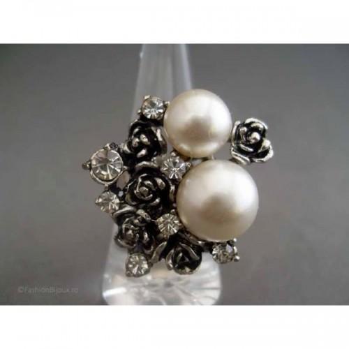 Inel bijuterie cu perle albe si cristale